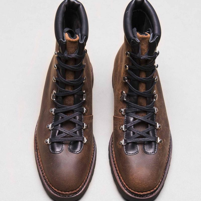 Mountain Boots Waxy