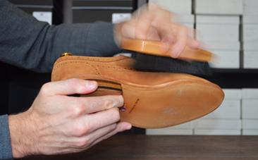 Dépoussiérer cuir nubuck chaussures